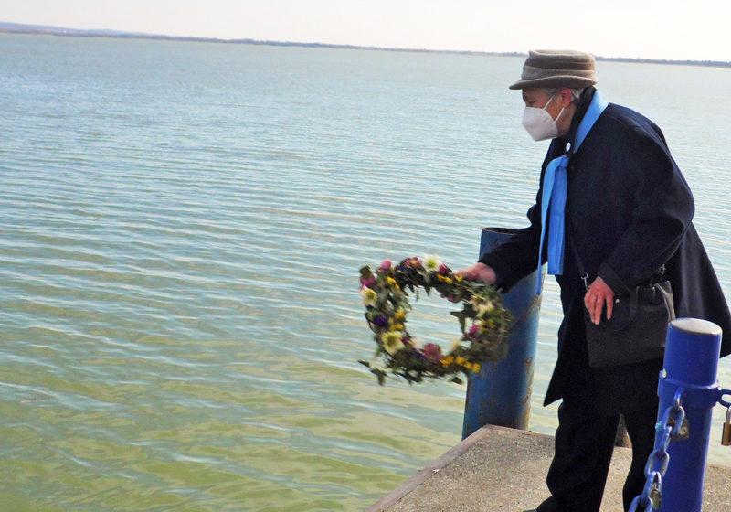 Víz napi koszorú a Balatonnak